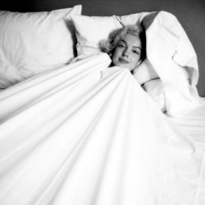 Milton-H--Greene-Marilyn-Monroe-in-Bed-148388-1