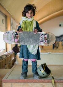 jessica-fulford-dobson-skate-girls-of-kabul-designboom-02
