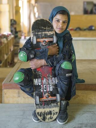 jessica-fulford-dobson-skate-girls-of-kabul-designboom-03